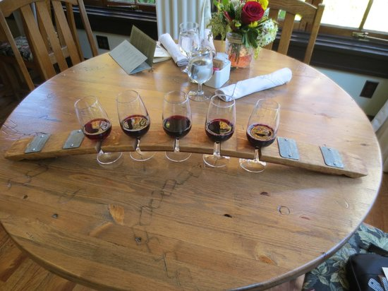 Cobblestone Wine bar @ Heritage Inn & Spa: Wine Flight