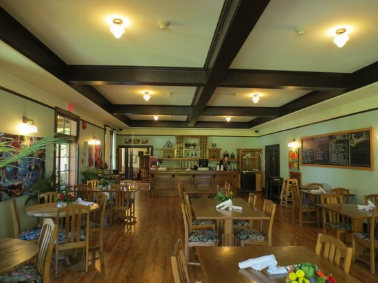 Cobblestone Wine bar @ Heritage Inn & Spa: Interior view of the restaurant