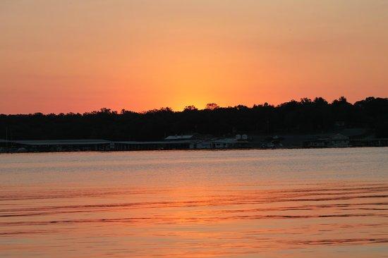 Andersen's Valley View Resort: sunrise from dock day 2