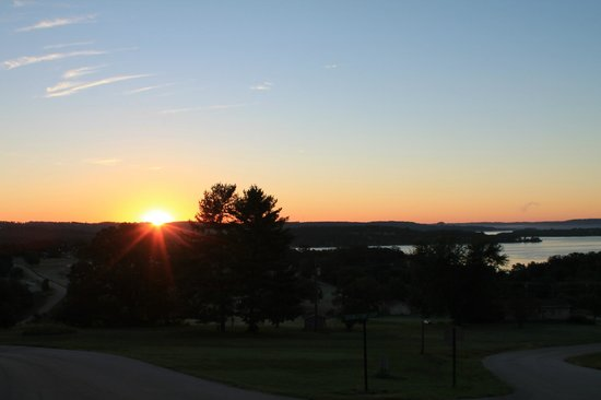 Andersen's Valley View Resort: sunrise from top of valley hill
