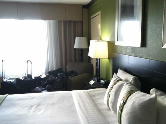 Holiday Inn Chicago Oakbrook: bed