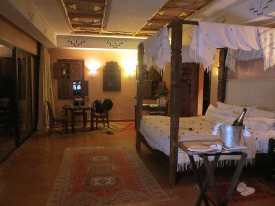 Es Saadi Marrakech Resort - Palace : Chambre vue sur piscine privée