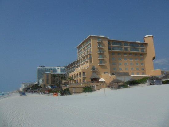 The Ritz-Carlton, Cancun: beach view of hotel
