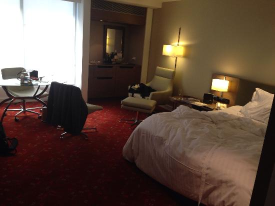 Melbourne Marriott Hotel : Photo of room 509. I'm not that tidy ...