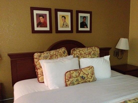 Days Inn Memphis at Graceland: tastefully updated and clean rooms that make you feel like Elvis is a family member.