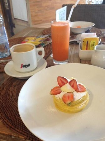 The Dipan Resort Petitenget: Breakfast - ricotta pancakes
