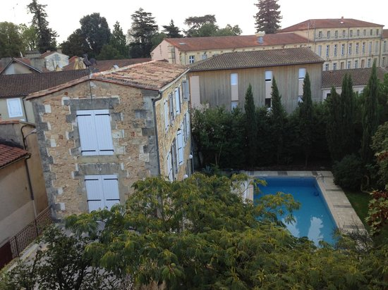Le Clos d'Argenson : Overlooking the pool and the owner's accommodation