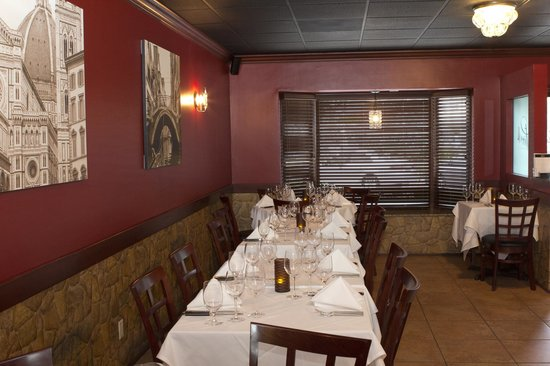 Piccolo Ristorante : Interior of dining room