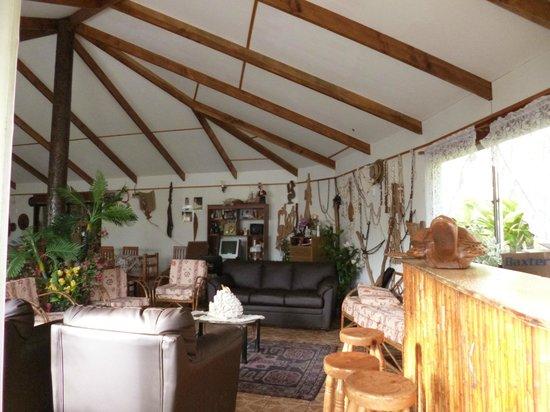 Ana Rapu Guest House: Comedor y estar