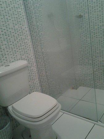 Pousada Recanto dos Passaros: Banheiros reformados.