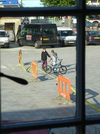 Charter 1227 Restaurant: Roadworks barriers and yellow tape kept skateboarders and bikers amused all afternoon
