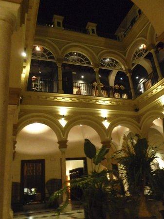 Hotel Palacio de Villapanes: Interior Courtyard