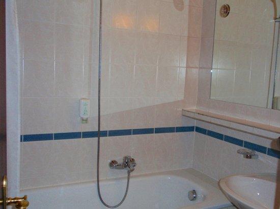 Hotel Savoy Vienna: Bath
