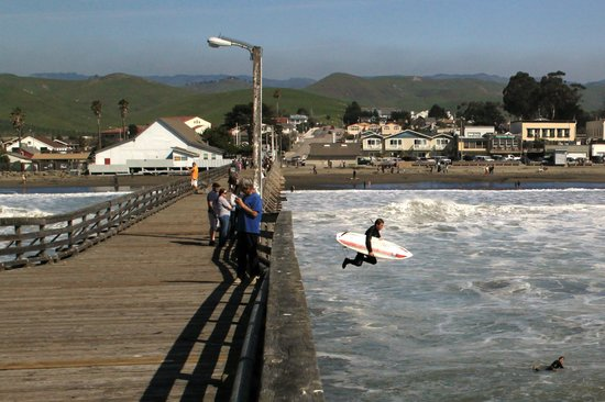 Cayucos Pier : Pier view from the end