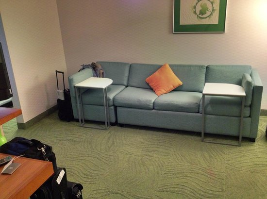 SpringHill Suites Anchorage Midtown : Couch