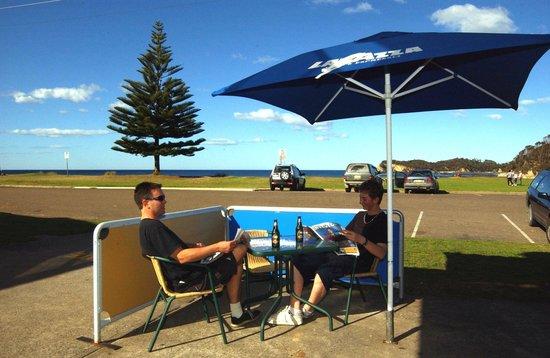 Malua Bay Motel: Cafe next door