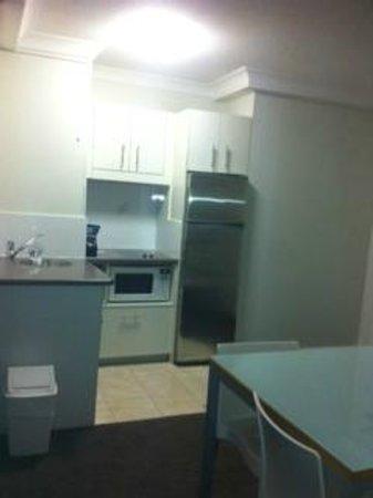 Park Regis North Quay Hotel: Kitchenette - beware of the sink tap!