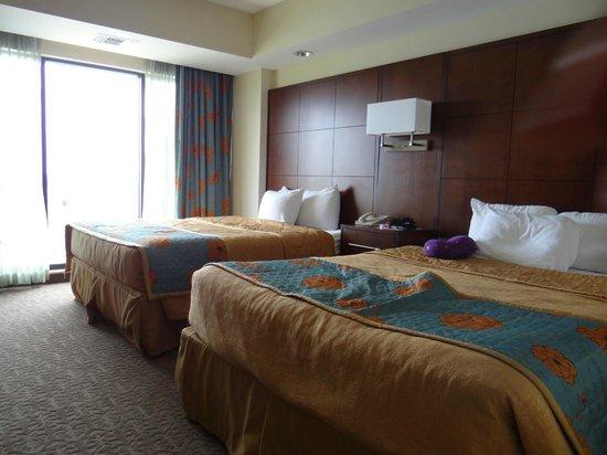 Ramada Plaza Resort and Suites Orlando International Drive : Quarto espaçoso e com uma sala enorme!!!