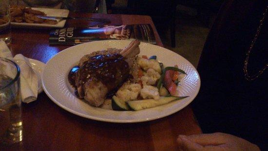 The Iron Goat Pub and Grill: Pernil de cordeiro, uma delícia!