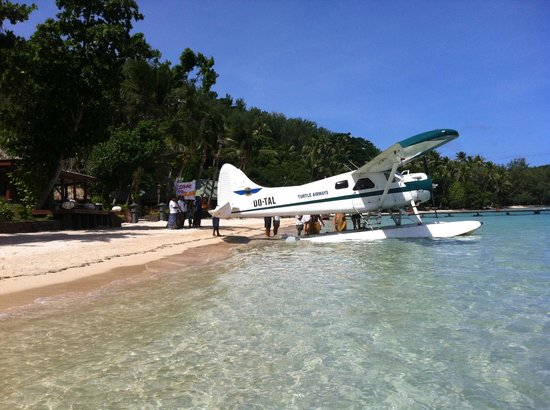 Turtle Island Resort: Seaplane arrival