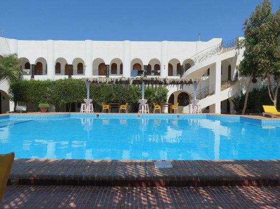 Yasmina Hotel: Vue sur la piscine