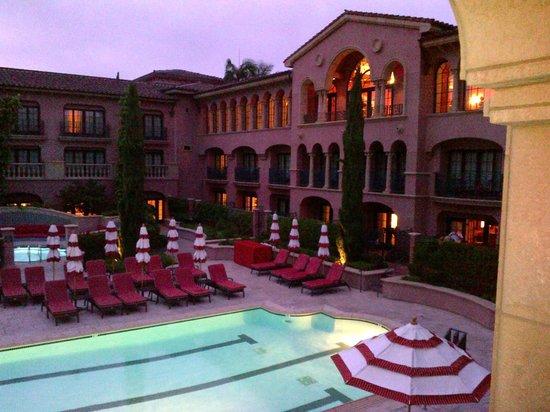 Fairmont Grand Del Mar: Around the pool
