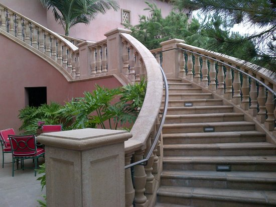 Fairmont Grand Del Mar: Beautiful stairs