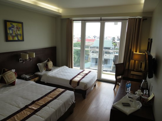 Gold Hotel Hue : Layout of the room