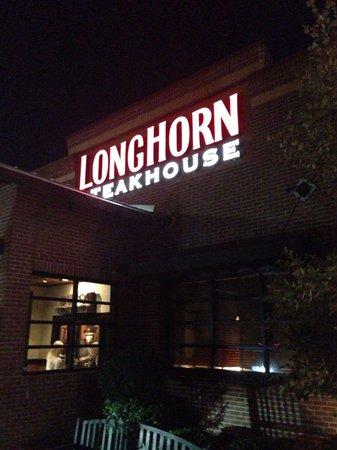 LongHorn Steakhouse: Entrance