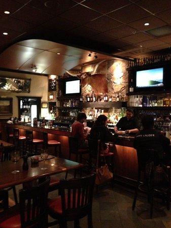 LongHorn Steakhouse: Lounge area