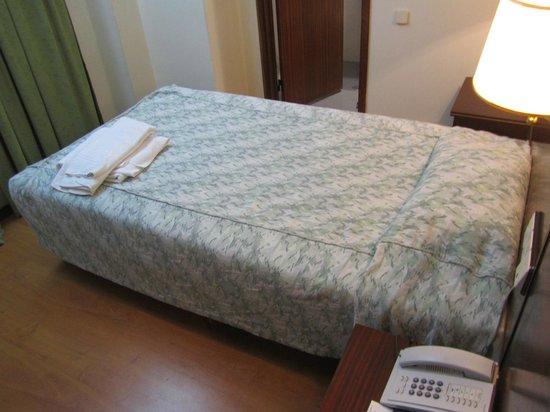 VIP Inn Berna Hotel : Reservei cama de casal e ganhei uma de solteiro