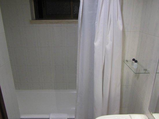 VIP Inn Berna Hotel: Banheiro antigo