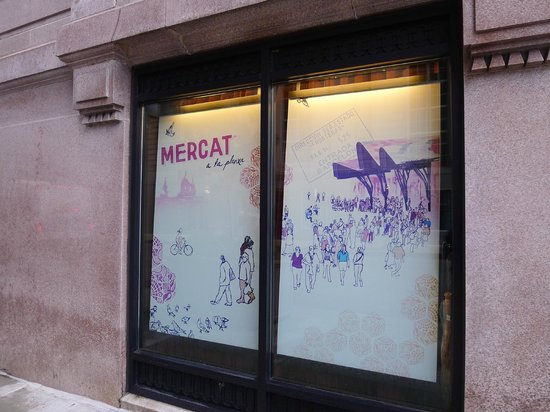Mercat a la Planxa: Ground level window