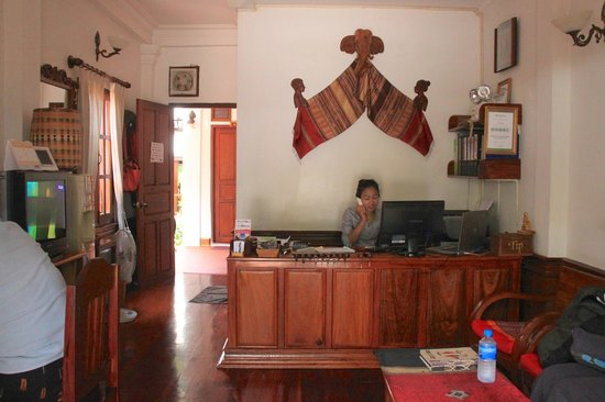Villa Chitdara: Reception desk