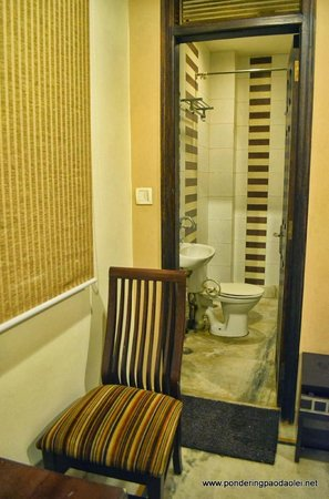 Smyle Inn: Bathroom