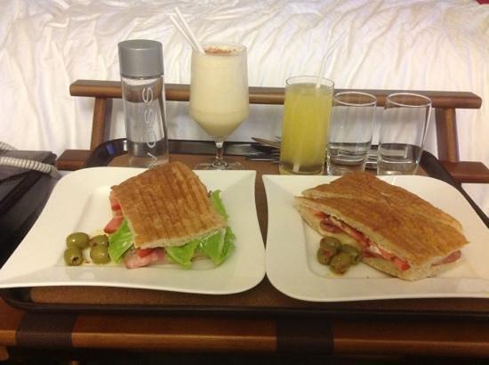Plaza Gallery Hotel & Boutique: Riquisima cena (Panini clasico) yummy :)