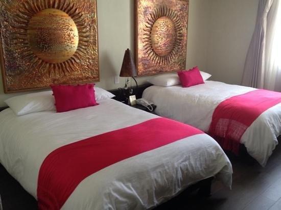Plaza Gallery Hotel & Boutique: Nuestra hermosa habitacion. super comodas las camas!