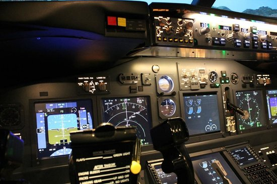 learn about the hitech instrumentation in a boeing 737 800. Black Bedroom Furniture Sets. Home Design Ideas