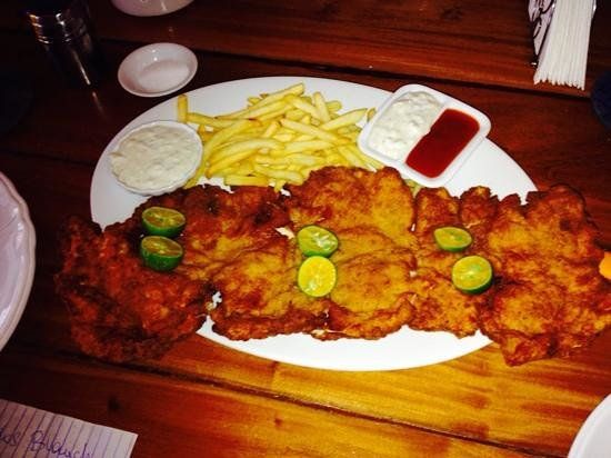 MAMA's Bar, Restaurant, and Chillout Lounge: best schnitzel ever!