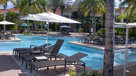 Curacao Marriott Beach Resort & Emerald Casino: Poolside