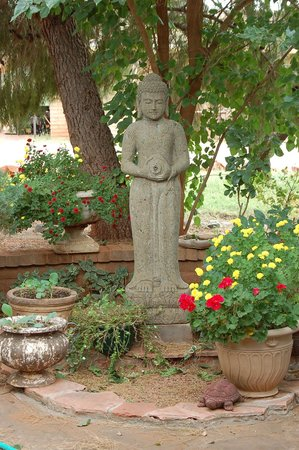 Grace's Secret Garden B&B : Garden statue in the back