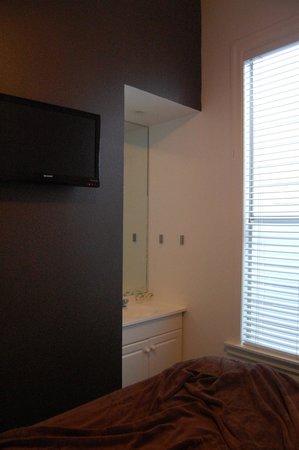 The Metro Hotel: room