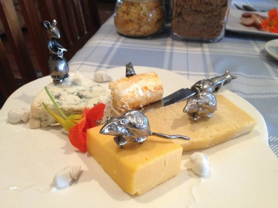 Rouxwil Country House: Breakfast: cute mice & cheese
