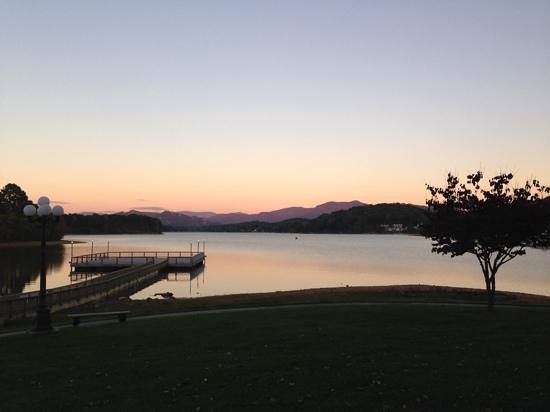Ridges Resort & Marina: What a beautiful view from the back of the resort!