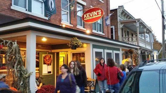 Kevin's Sports Pub & Restaurant: Front of Rest.