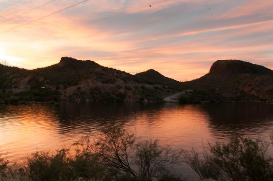 Canyon Lake: Return Ride in the sunset