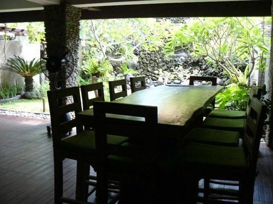 Bella Vista Coffee & Juice Bar : The garden bar out the back