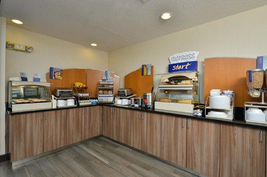 Holiday Inn Express Milford: Express Start Breakfast