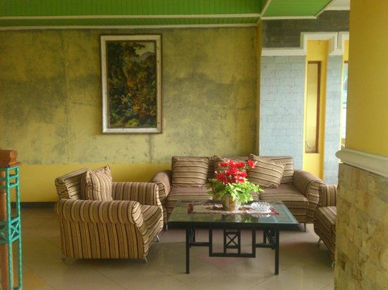 Kharisma Hotel: sharing living room