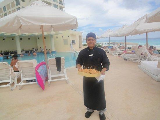 Live Aqua Beach Resort Cancun: Pool Snacks